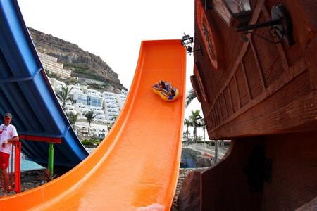 roller_coaster_subida_parque-acuatico-gran-canaria-lago-taurito